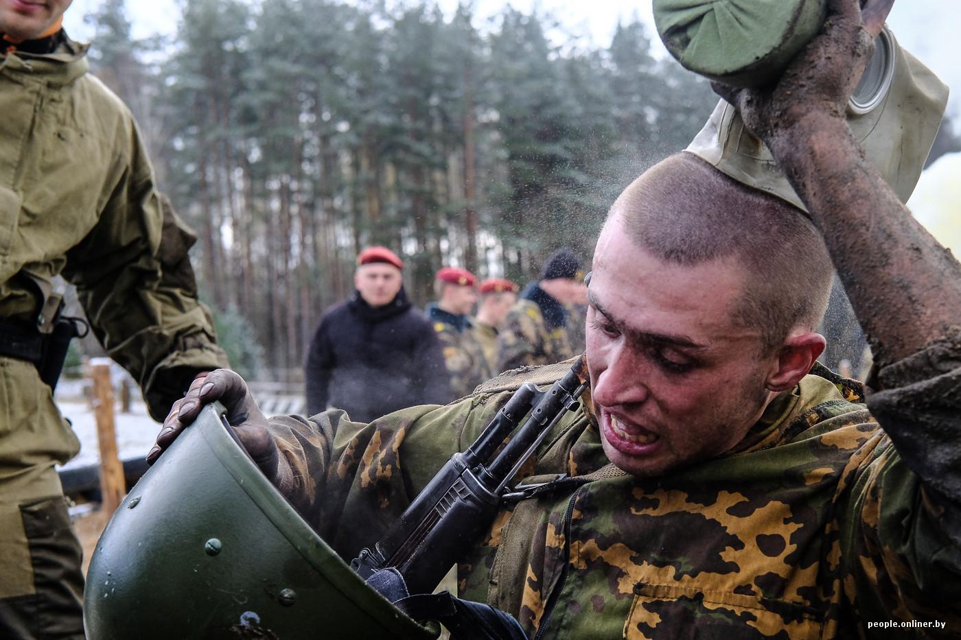 Пацаны расскажите вы видели как в армии солдаты дрочат