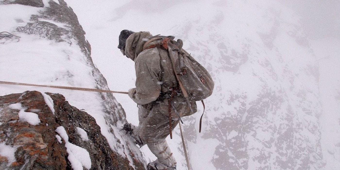 Нечеловеческие муки. Как альпинист со сломанной ногой вырвался из ледяного плена (видео, 12 фото)