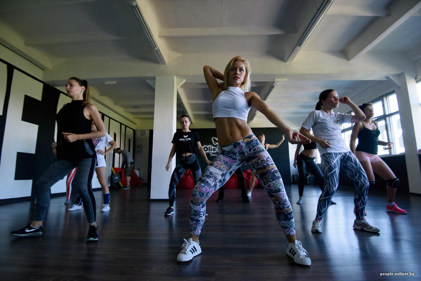 Порно с девочками которые танцуют танцы go go