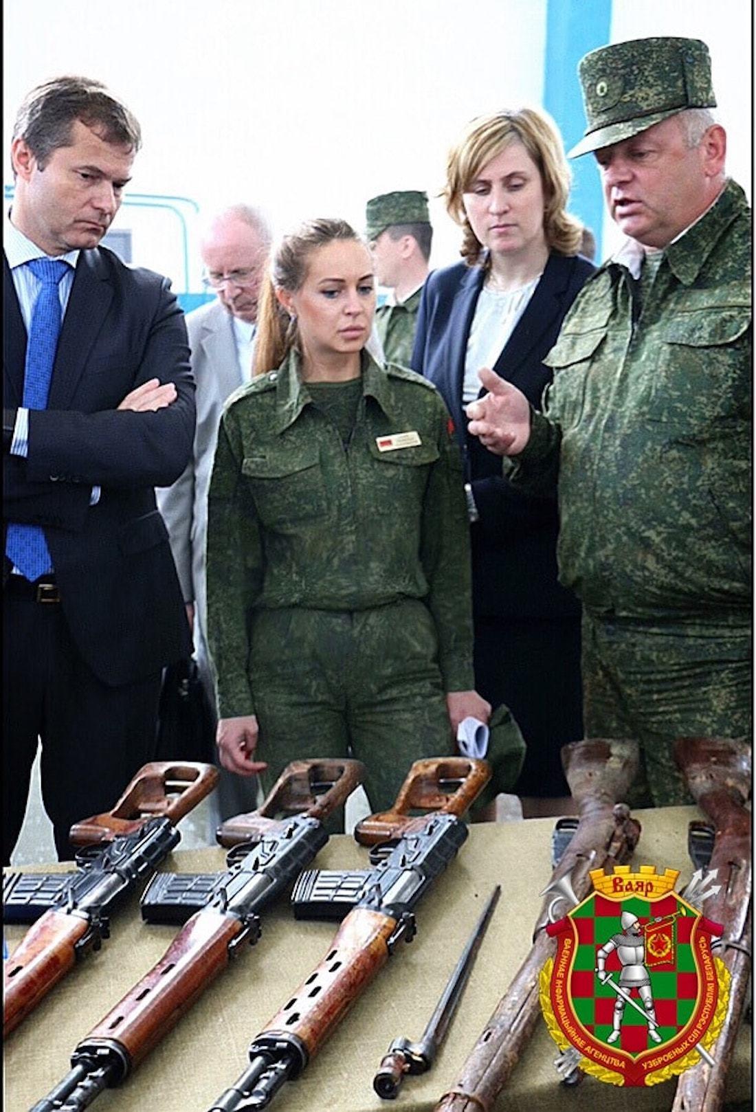 Девушка с парада (в Минске). Объясняем, кто она и что за медали у нее на груди