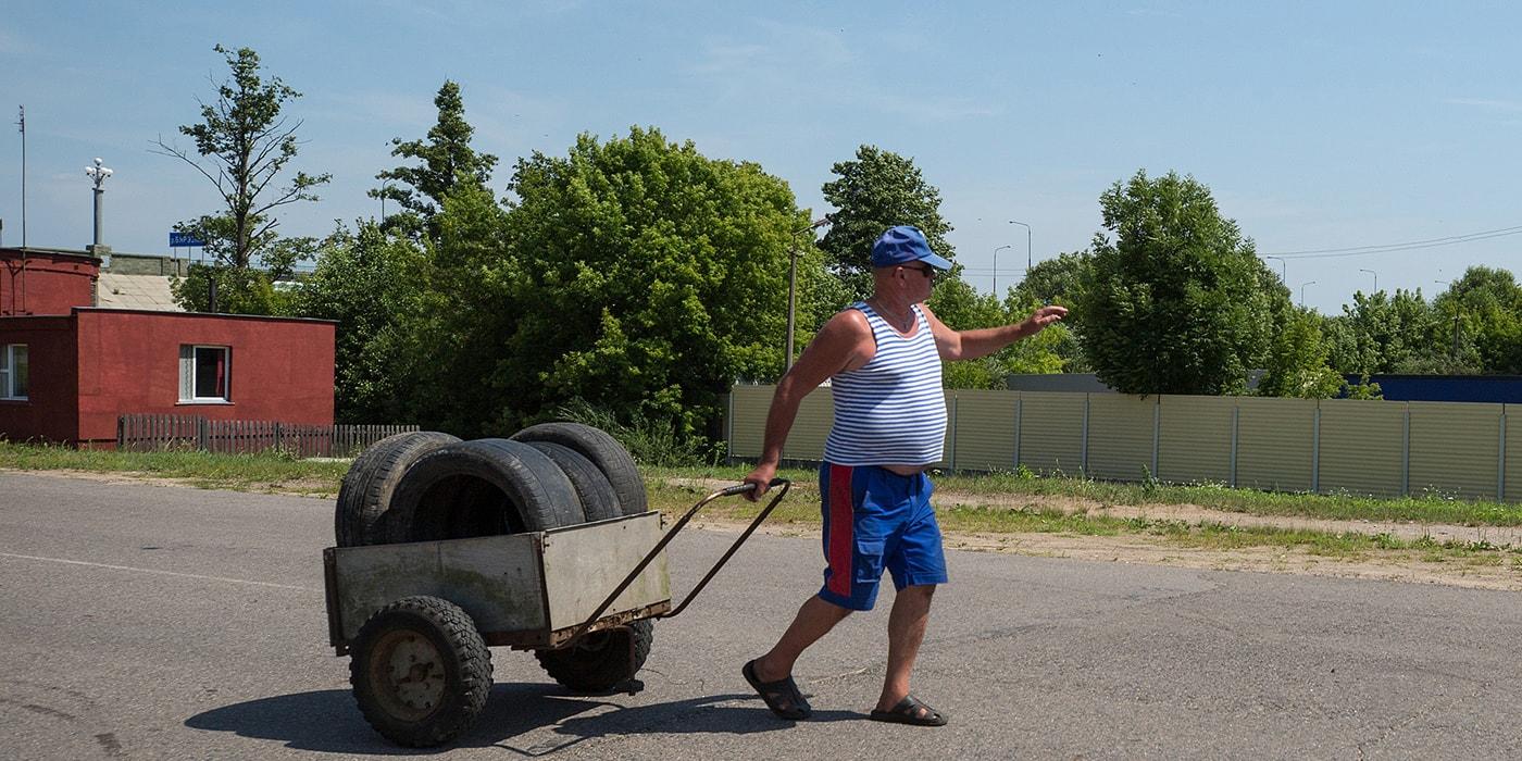 «300 рублей — уже хорошо». Репортаж из красивого белорусского райцентра, где перестали верить в чудо - Люди Onliner