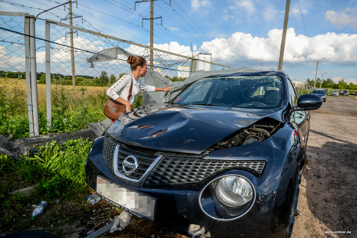 Сночала она помыла его машину а потом потрахалась с ним