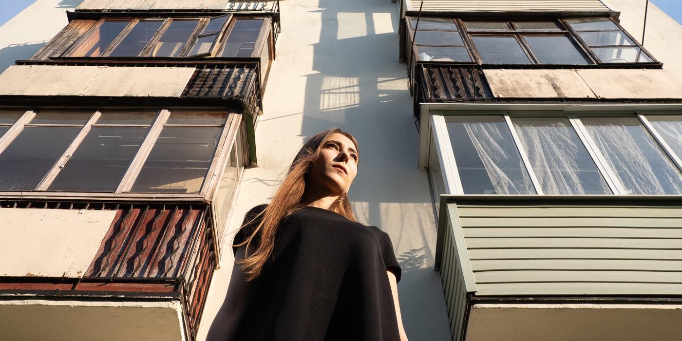 «Та петля, на которую ты вешалась, — лучше бы ты ей воспользовалась». История 22-летней сироты, которую выгоняют на улицу (19 фото)