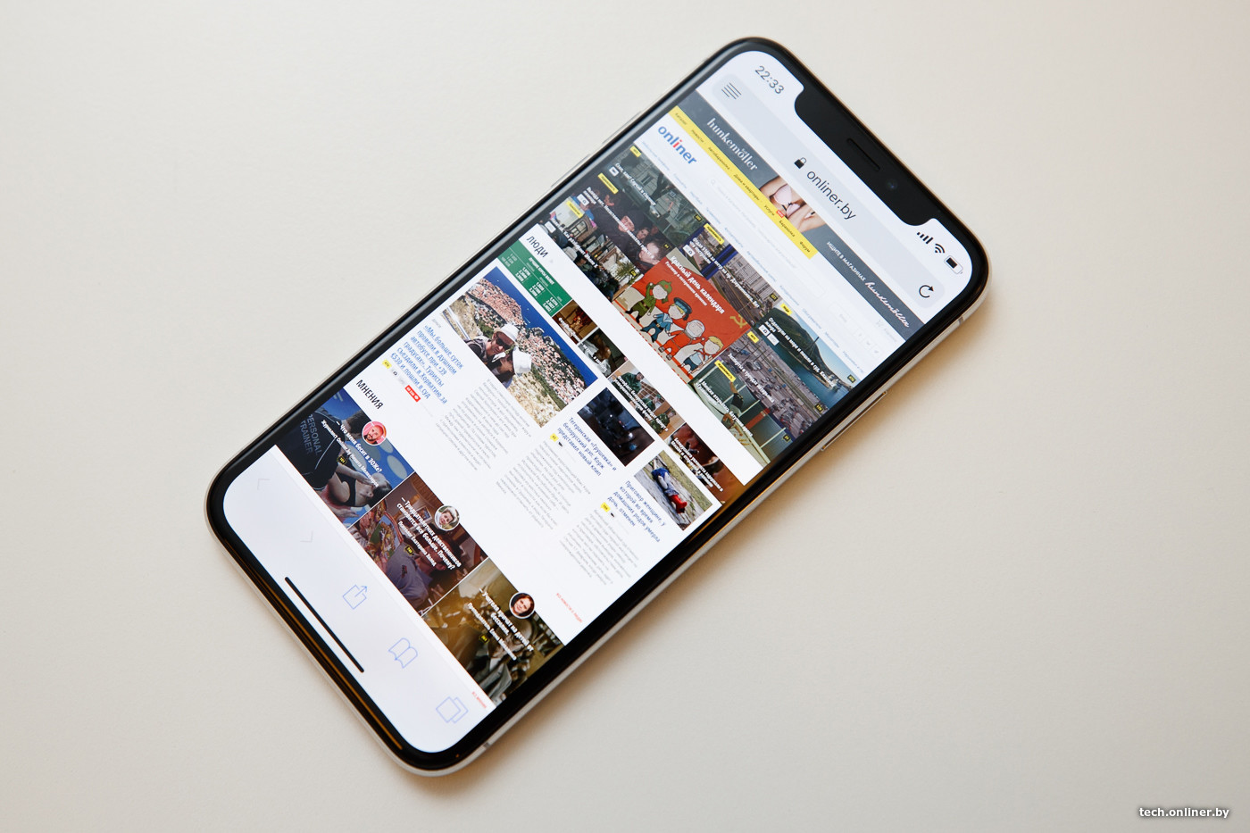 f7124aa2cc75 Пусть оно будет царапаться и уже в первые секунды использования покроется  отпечатками пальцев, но глянец смотрится лучше шершавого алюминия, а в  смартфоне ...