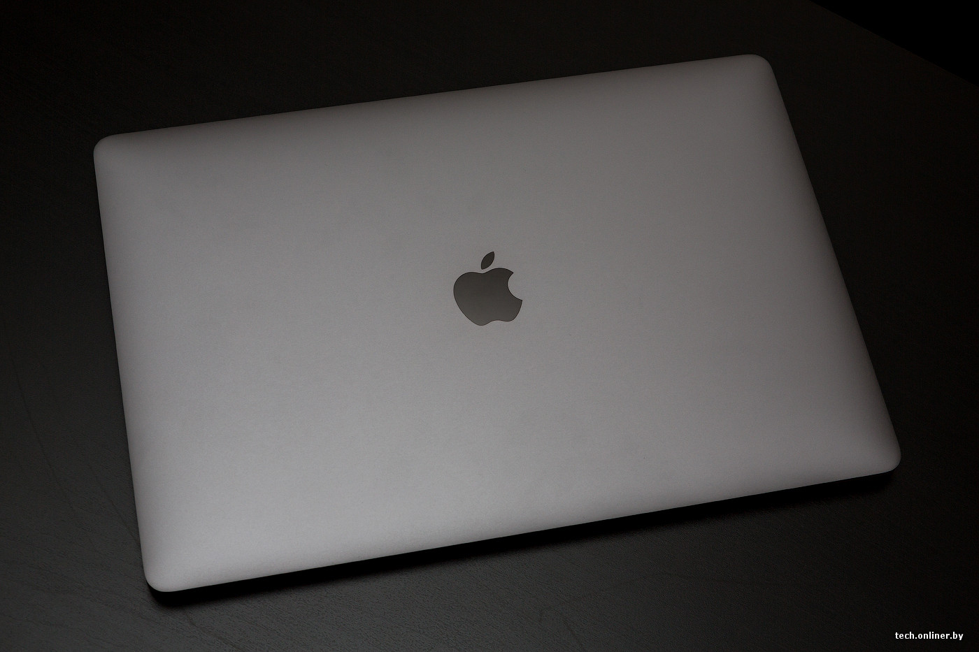 Возможно, мы чересчур много внимания уделили дизайну новинки, но это все  оттого, что он действительно очень привлекательный. Внешний вид MacBook  притягивает ... b1a18c291ca