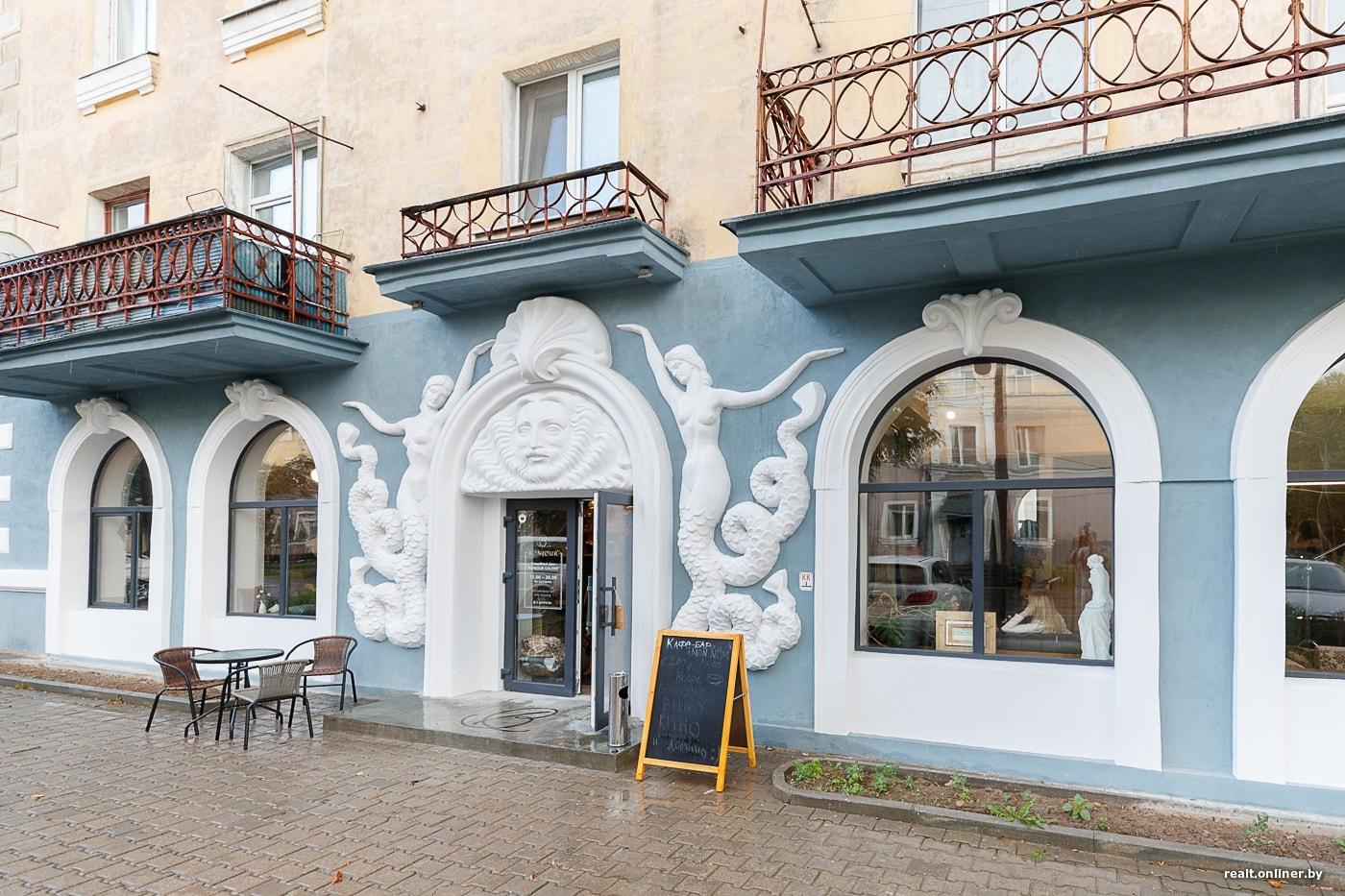 В «доме с русалками» возле Тракторного открылись кафе и свадебный салон(25 фото)