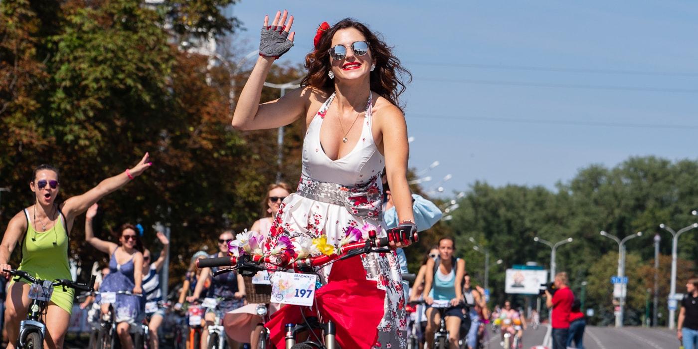 Фоторепортаж: Минск, велосипеды, девушки (43 фото)