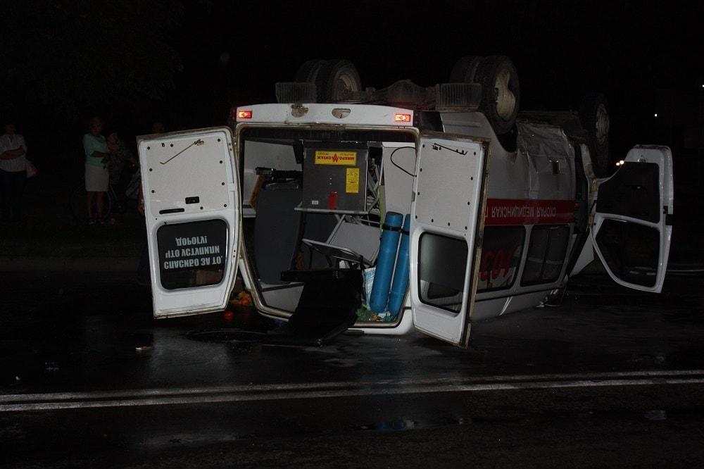 В Ивацевичах перевернулся автомобиль скорой помощи