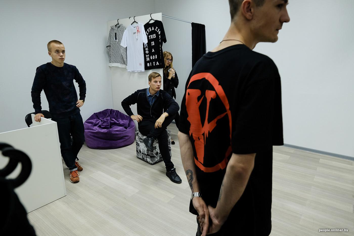 Поэтому если Канье Уэст (марка Yeezy. — Прим. Onliner.by) приедет в Минск,  то он может расстроиться, конечно  здесь есть только подделки. f2437b7ad7d