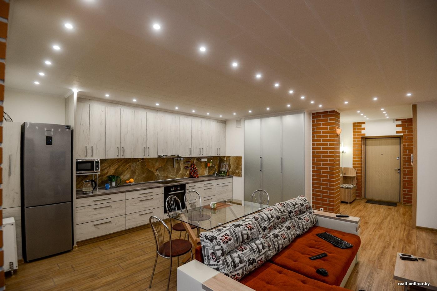 66f4d41399df Из всей мебели, которая есть в квартире, купить пришлось только диван в  гостиную, который обошелся в 1200 рублей.