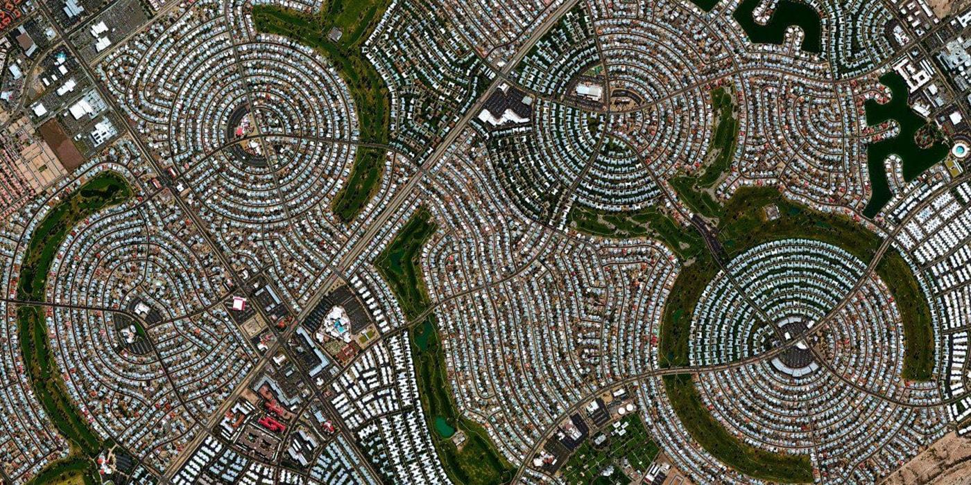 Второе детство: как в США появились целые города для пенсионеров (29 фото)