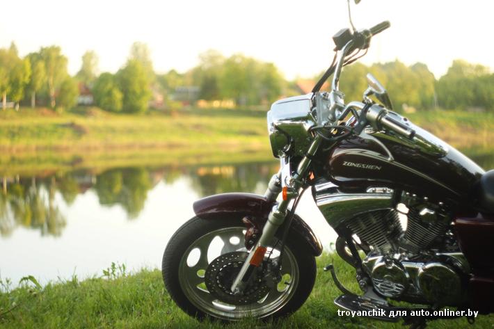Симпатичная деревенская девушка на мотоцикле фото — img 7