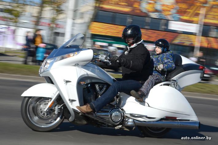 ГАИ Бреста на закрытии мото- и велосезона поощрила самых культурных байкеров