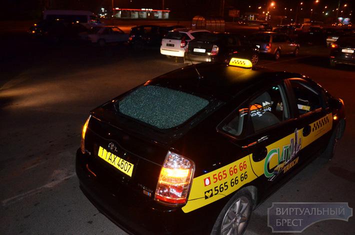 Секс в такси на автостоянке