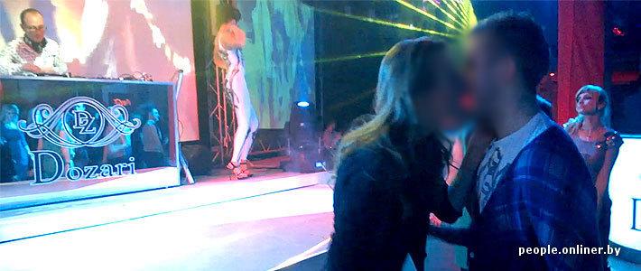 Смотреть видео парень прёт девушку в закутке в клубе фото 549-236
