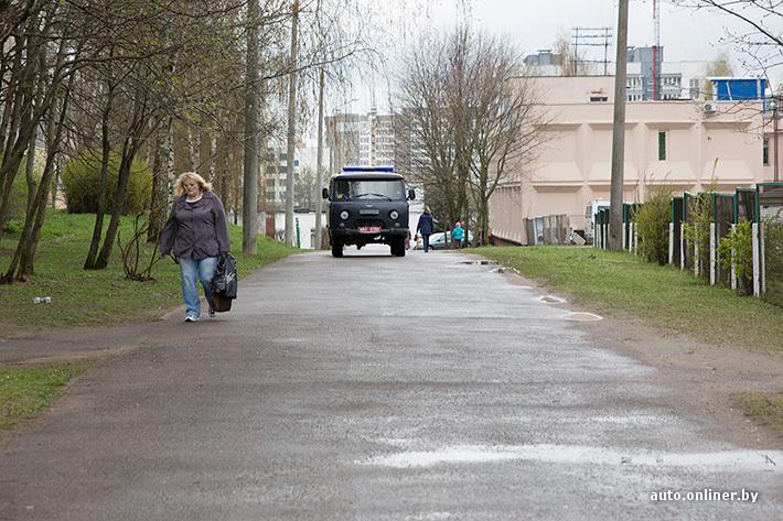 Если мвашина задела на тротуаре куда жаловаться