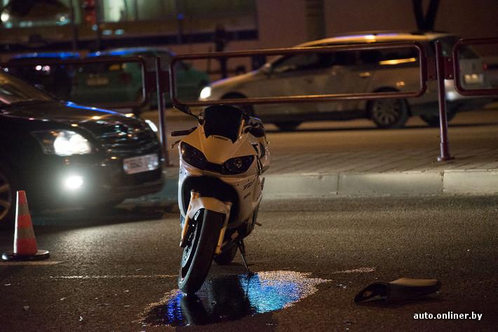 0da7dd0b320d На месте ДТП погибли 19-летний водитель синего байка и его 16-летний  пассажир, сообщили корреспонденту Onliner.by в ГАИ Ленинского района.