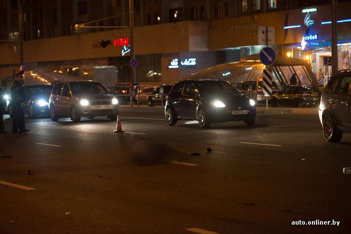 283cca91ef21 Как уточнили инспекторы, водитель одного из мотоциклов (белого цвета) смог  встать на ноги после произошедшего. А водитель второго — нет, погиб также  его ...