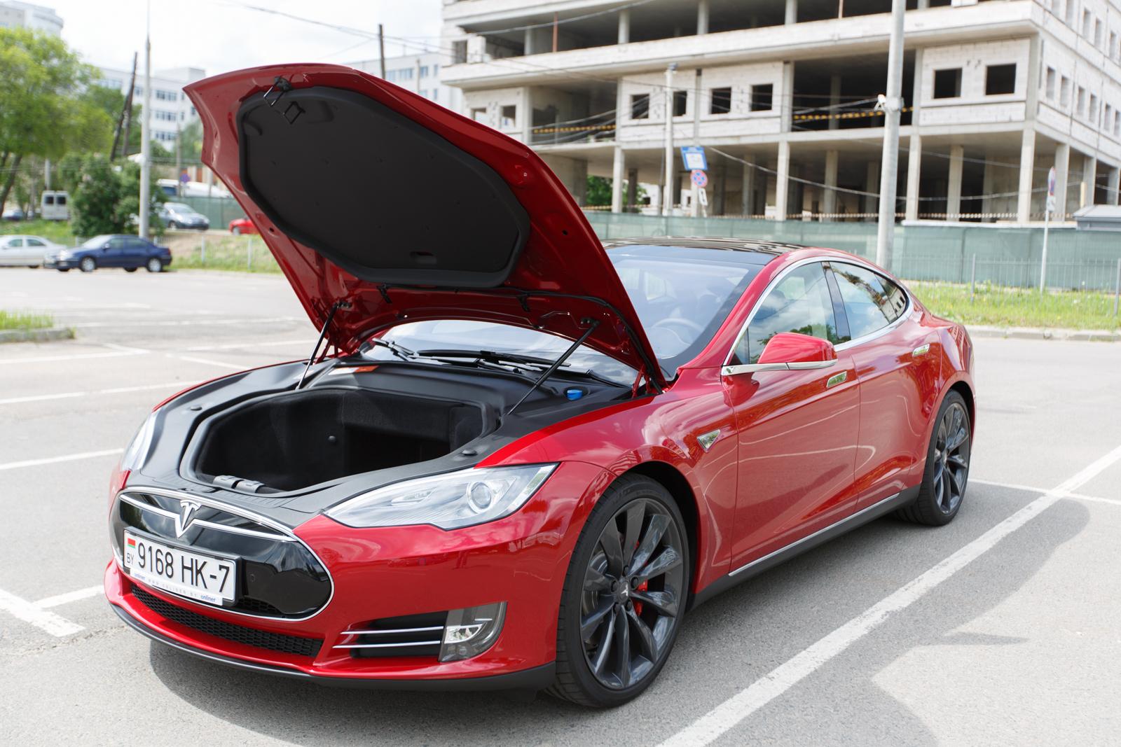 от скольки вольт работает автомобиль тесла