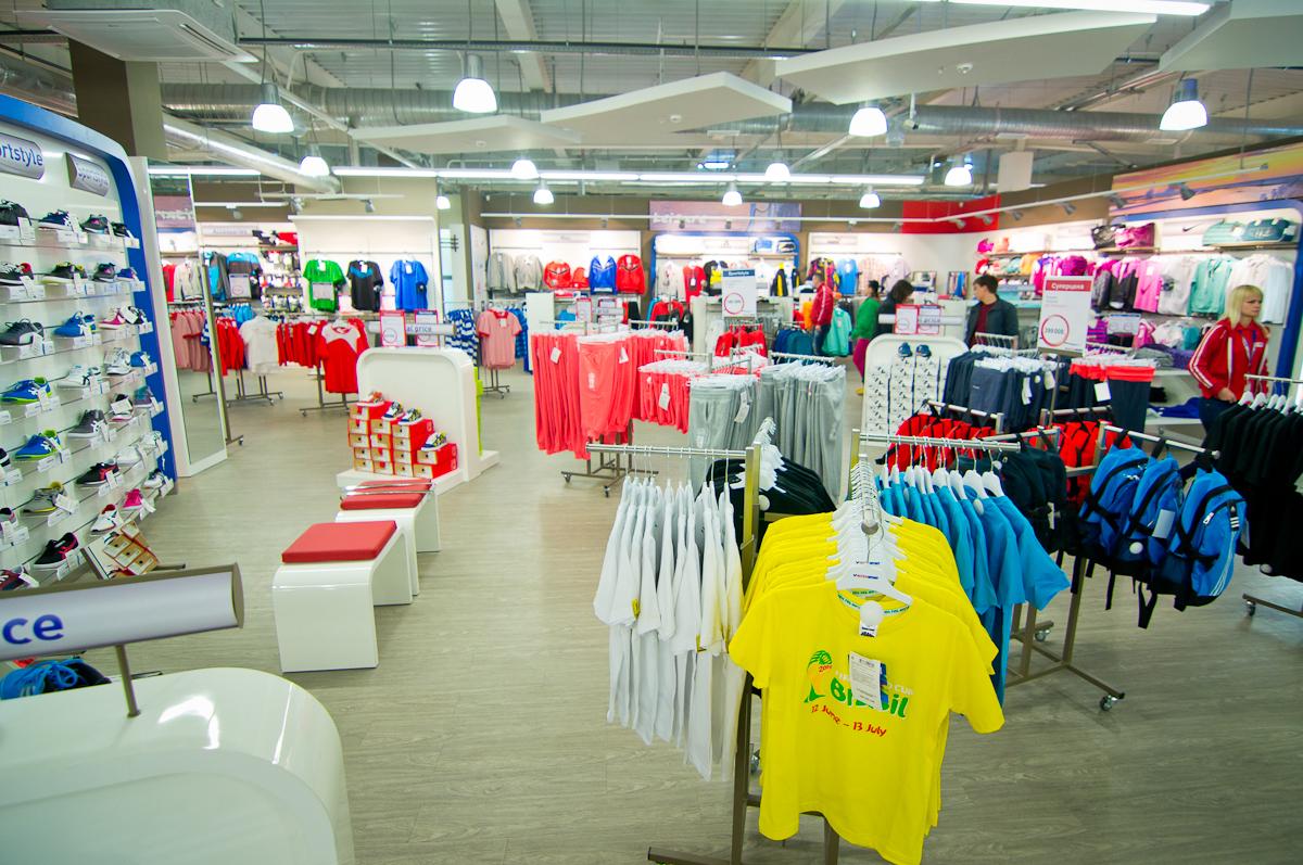 f87992735 В одежде представлены такие известные бренды, как Adidas, Puma, Nike, а  также бренды компании Intersport.