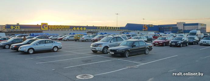 В торговом зале 35 тыс. наименований товаров, покупателей могут  одновременно обслуживать 64 кассы. К гипермаркету примыкают магазин бытовой  техники «Техно ... 122f0c0714e