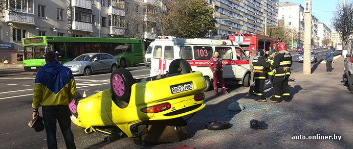 В центре Минска в результате ДТП Mazda оказалась на крыше