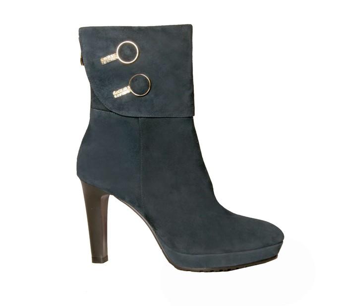 082248bf3454 ... могли оценить модность обуви, которую делает «Луч», предлагаем вам  несколько моделей из последней коллекции «Осень-2013». Хиты продаж, между  прочим.