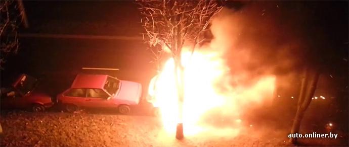 В столице огнем уничтожен Peugeot — предположительно, из-за поджога