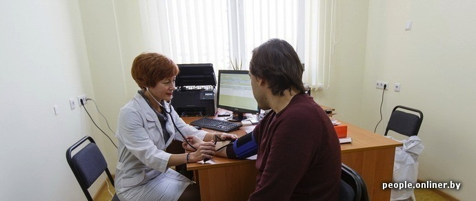 Минздрав решил смягчить непопулярное постановление: врачам разрешили выписывать рецепт на два лекарства на одном бланке
