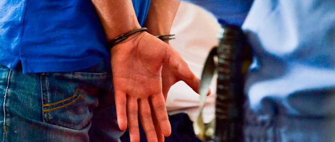 За продажу наркотиков детям будут сажать в тюрьму на 15 лет