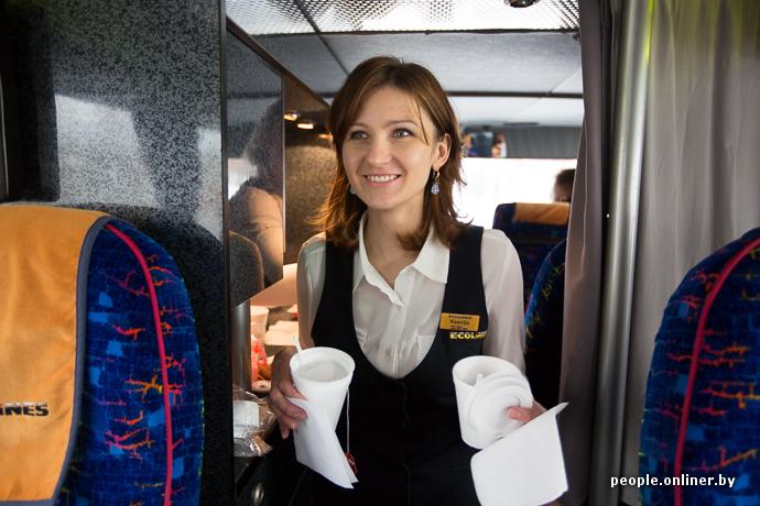 стану стюардессы в автобусе толкнул мать спину