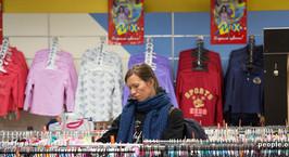 Эксперт: сейчас в товар заложен курс 10 000 рублей, но до Нового года ИП не будут повышать цены на одежду и обувь