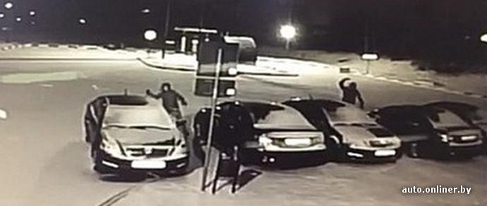 В Барановичах неизвестные разбили четыре новых Geely службы такси