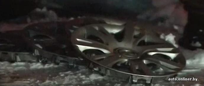 В Минске неизвестный проколол колеса у 11 неправильно припаркованных машин