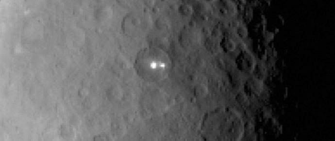 Астрономы пытаются найти объяснение ярким пятнам на Церере