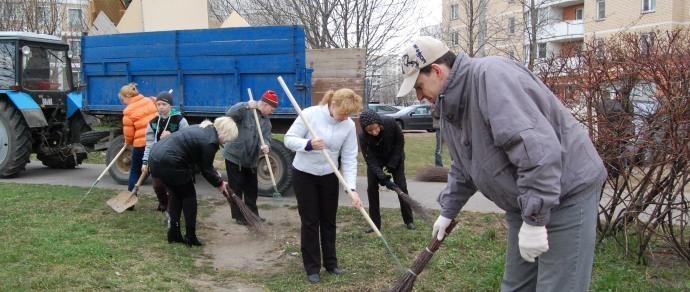 Минчан снова зовут на уборку дворов