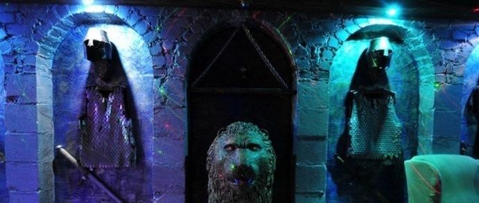 Доспехи на стенах, скульптуры львов и воинов: в Колодищах сдается коттедж в рыцарском стиле за $8000 в месяц