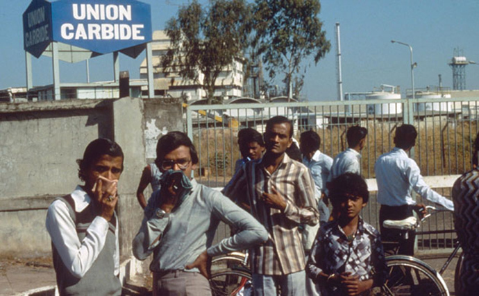 why did union carbide invest in india Background in the 1969, union carbide set up a plant in bhopal, india, to manufacture pesticides the facility was part of india's green revolution and industrialization policy.