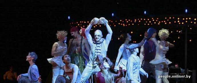 Фотофакт: Cirque du Soleil представил в «Минск-Арене» Quidam — человека без головы