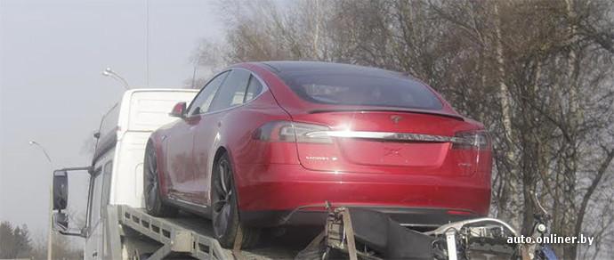 В Минске впервые замечен полноприводный Tesla Model S P85D