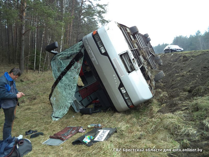На М1 опрокинулся рейсовый автобус с 56 пассажирами