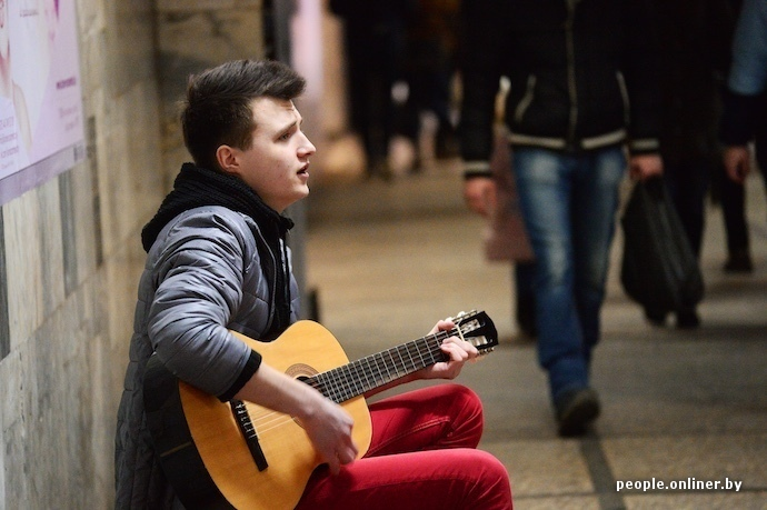 Парень играл на гитаре к нему подошла девушка и начала сосать фото 205-357