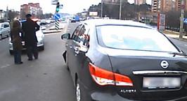 В Минске женщина на Nissan проехала на красный и врезалась в Fiat. Очевидец: водитель пыталась доказывать, что ехала по правилам