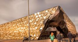 В пригороде Амстердама построили торговый центр в форме золотого слитка