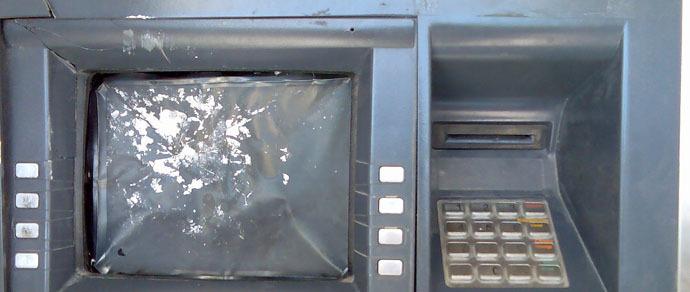 Минчанин схитрил, пытаясь достать из банкомата деньги, и остался без фаланги