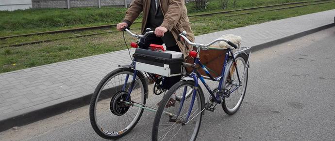 Фотофакт: гродненец несколько лет ездит по городу на самодельном велосипеде с мотором-колесом
