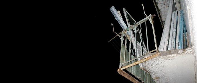Девушке, получившей ушиб от падения с соседского балкона металлопрофиля, выплатят 4,5 миллиона рублей компенсации