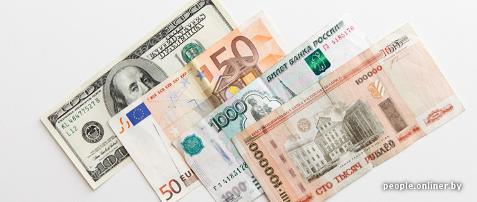 Рублевая атака заставляет доллар и евро дешеветь