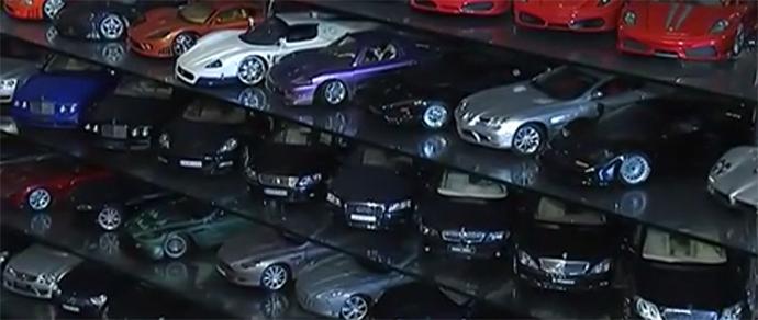 Минчанин собрал коллекцию из полутысячи точных миниатюрных копий автомобилей и мотоциклов