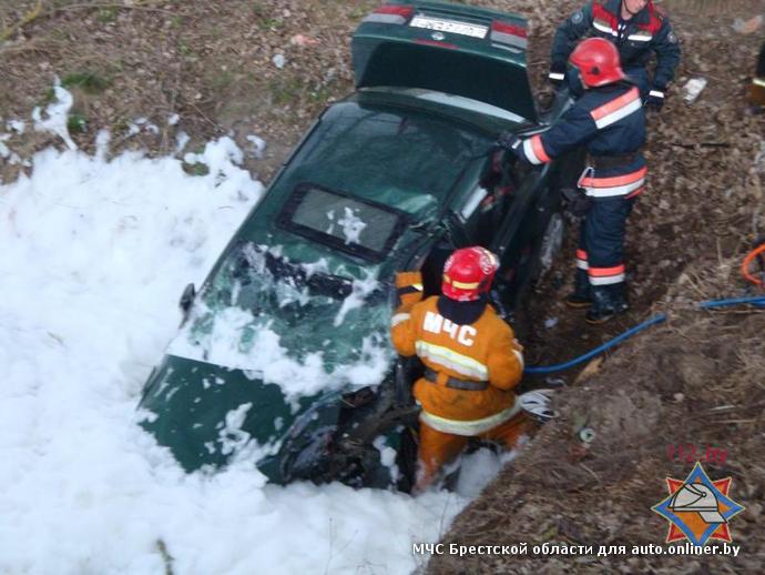 В Брестском районе Nissan на повороте вылетел в канаву